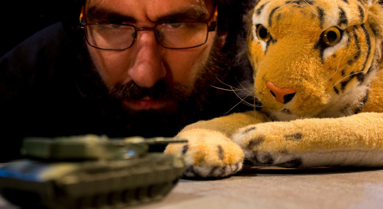 Ariel Doron: The puppeteer and the virtual stage